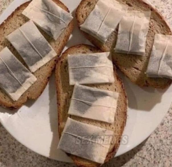 Она: Я люблю бутерброды с чаем Я: *Пытаясь её впе…